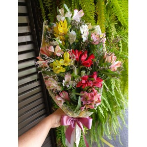 Bouquet de astroemerias cores variadas