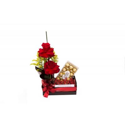 Cesta com rosas Vermelhas, chocolate e placa