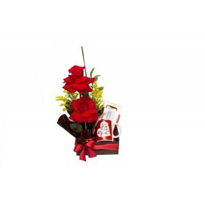 Cestinho com rosas Nacionais, chocolate e caneca
