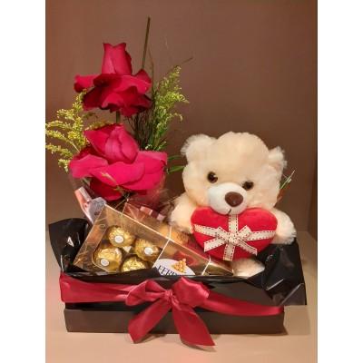 Cesto com rosas Nacionais, Caixa Ferrero Rocher e Ursinho