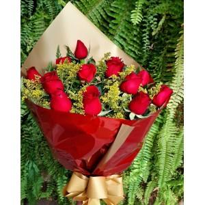 Bouquet com 12 rosas vermelhas nacionais
