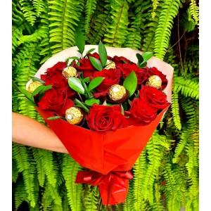 Bouquet com12 rosas vermelhas  Colombianas e Chocolate Ferrero Rocher