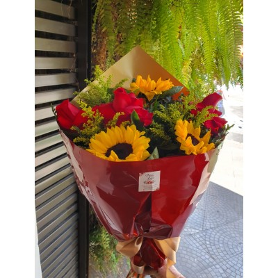 Bouquet com 3 rosas  vermelhas e 3 girassóis