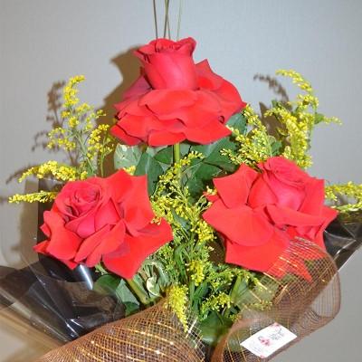 Arranjo de 3 Rosas Importadas Vermelhas