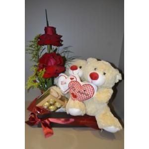 Cesto de Flores com ursinho e chocolate